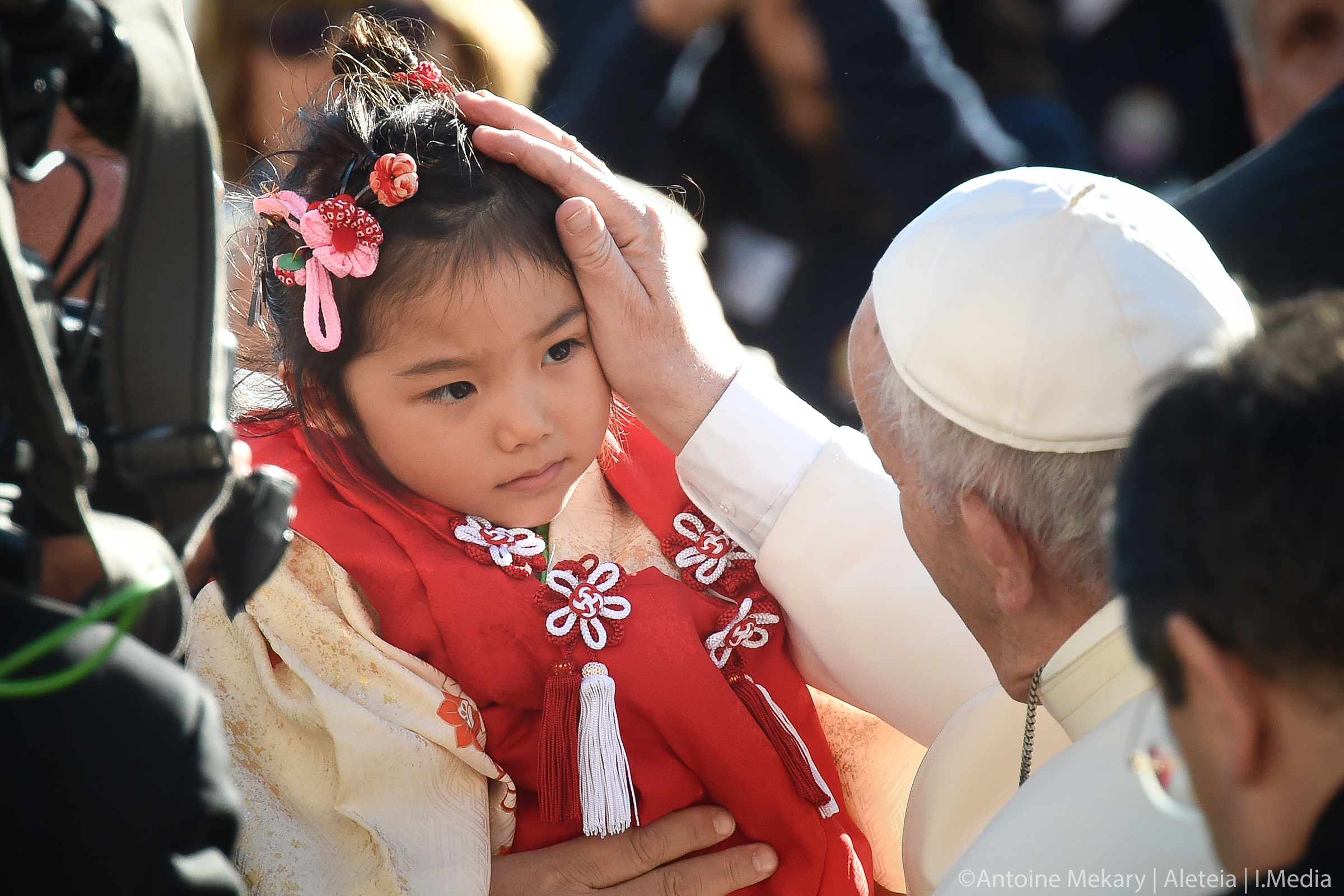 JAPANESE GIRL,POPE FRANCIS